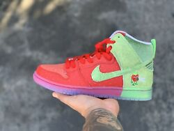 Nike Strawberry Cough Size 8