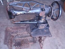 ANTIQUE SINGER LEATHER SEWING MACHINE  29-4 G 2121806 WITH ATTACHMENTS