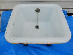 Claw Foot Foot Tub-------antique, Rare Find