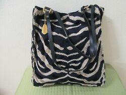 Nwot Gevive By Boyt Black And Tan Print Chenille Tote W/matching Wrislet/pouch