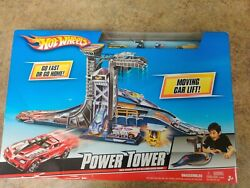 Hot Wheels Power Tower Play Set W/ Moving Car Lift And 3 Vehicles Mattel 2009 New