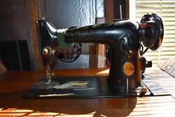 1950's Singer Sewing Machine In Cabinet With Drawers - Works