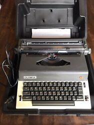Vintage Olympia Model E-r12 Electric Typewriter Made In Japan Case And New Ribbon
