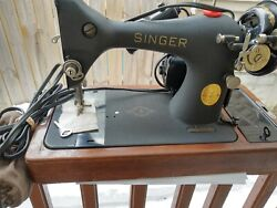 Vintage Singer Sewing Machine 128-23 Crinkle Finish Attachments Included Used