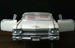 Maisto Cadillac Eldorado Biarritz 1959 White 1/12 Big Scale Diecast Mini Car
