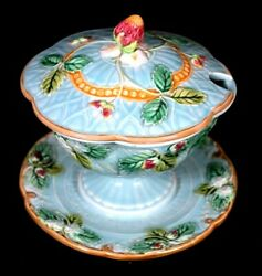 A Antique Lovely Rare Sarreguemines Majolica Strawberry Sugar Bowl Circa 1870
