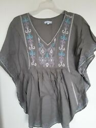 Relativity V Neck Batwind Sleeve Green Embroidered Top Sz M