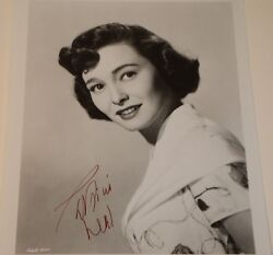 Patricia Neal / 8 X 10 Bandw Autographed Photo