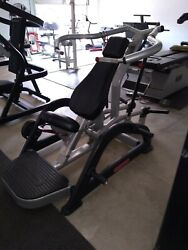Incline Bench Press - Iso Lateral - Plate Loaded - Commercial Gym Equipment