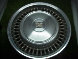 { 4 } Cadillac 1971-1972 Wheel Covers / Hub Caps 15andrdquo All 4 Excellent Condition