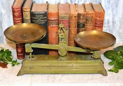 Antique Green 2 Kg Cast Iron Scale Balance With Brass Pans