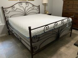 Tempurpedic Cloud Supreme Mattress And Base, King Size And Excellent Condition