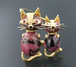 Vintage 2 Cats 18k Yellow Gold, Rhodonite And Ruby Eyes Brooch Pendant