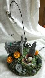 Dept 56 Snow Village Halloween - Escape From The Crypt 56.53160 Euc - Tested