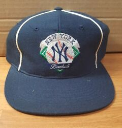 Vintage 1990s The Game New York Yankees Snapback Wool Hat - Like New Condition