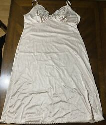 Vintage Dixie Belle Anti Static Champagne Full Slip With Lace Trim Size 42