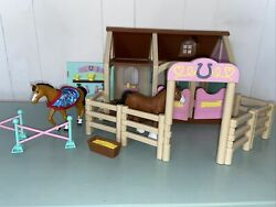 Lakeshore Horse Stable Farm Barn Toy Pony Clydesdale Mare
