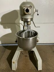 Hobart A200 Floor Model 20 Quart Mixer W/ Ss Bowl And Paddle A200f Works Great