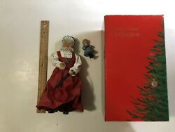 Mrs. Claus With Doll 10 Clothtique Santa 713041 Possible Dreams