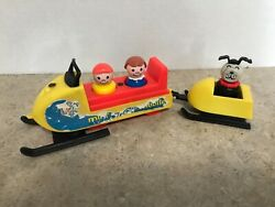 Vintage Fisher Price Little People Mini-snowmobile And Sled With Dog And Peoples