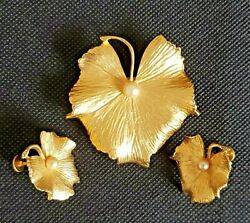 1950 -coro Vintage Gold Tone Leaf Brooch And Ear Rings With Fauf Pearls.
