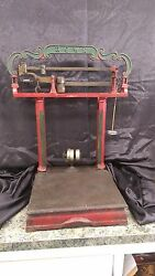 Early 1900and039s Vintage Cast Iron 200 Lb Howe Platform Scale