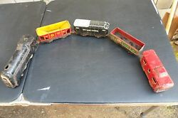 Vintage Marx Wind Up Train Plus 5 Cars And Some Track