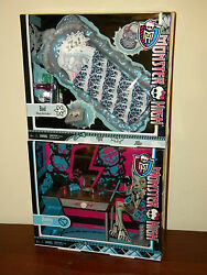 2 Monster High Furniture Sets Frankie Stein Vanity And Abbey Bominable Bed Nrfb