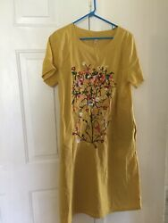Chinese fashion dress with embroidered design