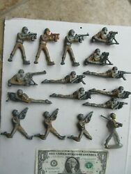Lg. Lot Of 16 Vintage Wwii Painted Toy Lead Gi Soldiers Machine Guns Aircraft