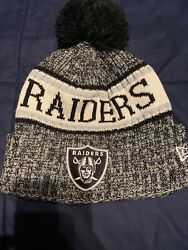 New Raiders Beanie Hat Silver Black New Era One Size Fits Most.