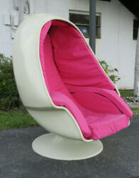 Mid Century Modern Egg Chair By Lee West Company 1170