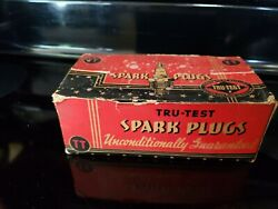 Tru- Test Spark Plug Display W/two New Spark Plugs In The Box 6h +1 Out Of Box