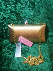 Lady Gold Clutch Purse Whit Removable Chain. #27 $20.00
