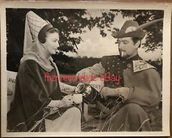 1953 Knights Round Table Ava Gardner And Robert Taylor Vtg Orig Candid Photograph