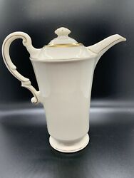 Syracuse Old Ivory Coffee Pot Sy118 Winchester Cream With Gold Trim 8 1/2andrdquo Tall