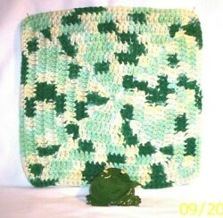 Frog 876 42.2930 Ceramic Frog Spoon Rest / Crocheted Utility Cloth