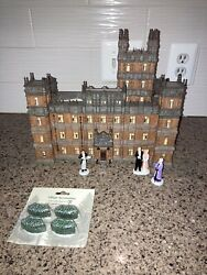 Department 56 Downton Abbey Lit House Porcelain 11.42-inch Hedges And Fifurines