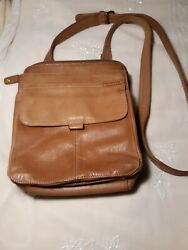Fossil Genuine Leather Messenger Bag. Medium. Lots of Features Holds a lot $35.00