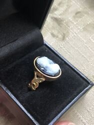 Antique Late Georgian/ Early Victorian 14 Karat Gold Hardstone Agate Cameo Ring