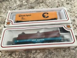 Two Bachmann Freight Cars Great Northern Log Carrier And Chessie System Box Car