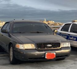 2011 Ford Crown Victoria Police Interceptor P7b Project/parts Car. Gray. Tint.