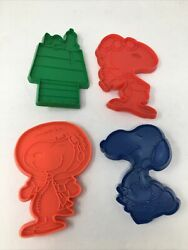 Vintage Snoopy Set Of 4 Plastic Cookie Cutters -united Feature Syndicate 1970's