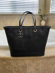 CHANEL Shoulder shopping tote 💯 Authentic $2800.00
