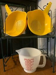 Tupperware 2 1qt.colander/strainer-1200 And 1 4 Cup Measuring Cup Pitcher-1288