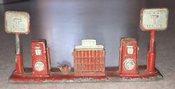 Vintage Tootsietoy Gas Filling Service Station Island Lube Die-cast Toy