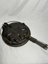 Griswold Heart Star No. 18 Cast Iron Waffle Iron 919 920 913b Low Base Vintage