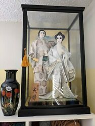 Japanese Man And Woman Dolls 16 And 17 Inch Tall, In Glass Case W/oriental Vase