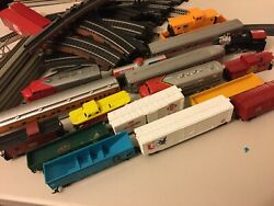 Lot Of Assorted Model Railroad Train Freight/passenger/cargo Cars + Tracks Offer
