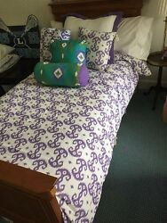 Bedding And Pillow Set - Xl Twin - Purple And White W/ Tassels - College